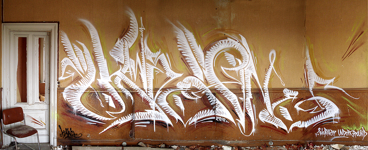 KAWSE 2010 — UNDERGROUND [Graffiti]